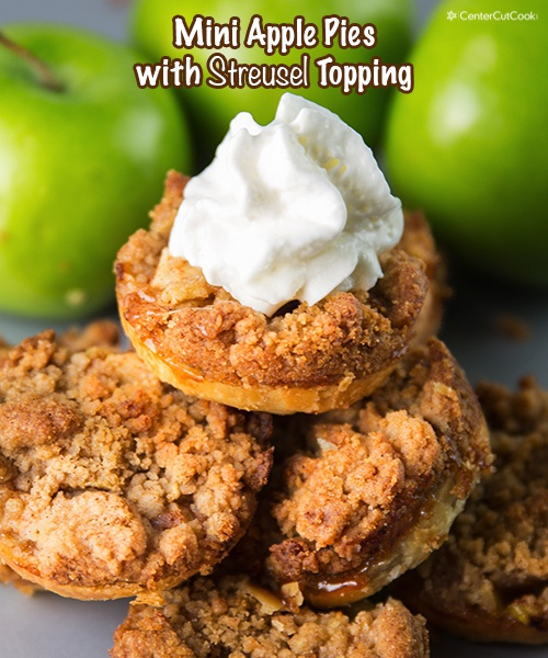 Mini Apple Pies with a crumbly streusel topping – an easy recipe ...