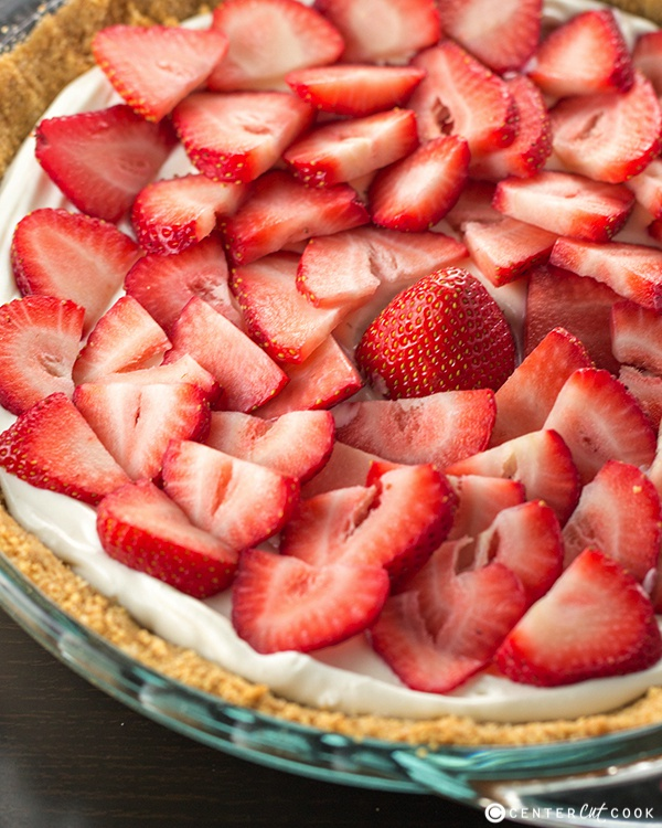 Easy strawberry pie recipe with graham cracker crust