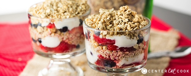 Fruit yogurt granola parfait