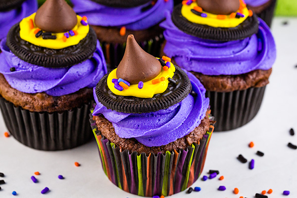 halloween treat: witch hat cupcakes 2