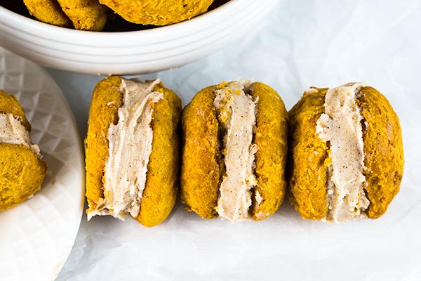 pumpkin whoopie pies cinnamon cream cheese frosting 3