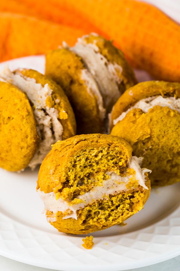 pumpkin whoopie pies cinnamon cream cheese frosting 4