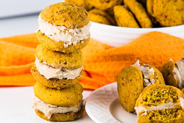 pumpkin whoopie pies cinnamon cream cheese frosting 5