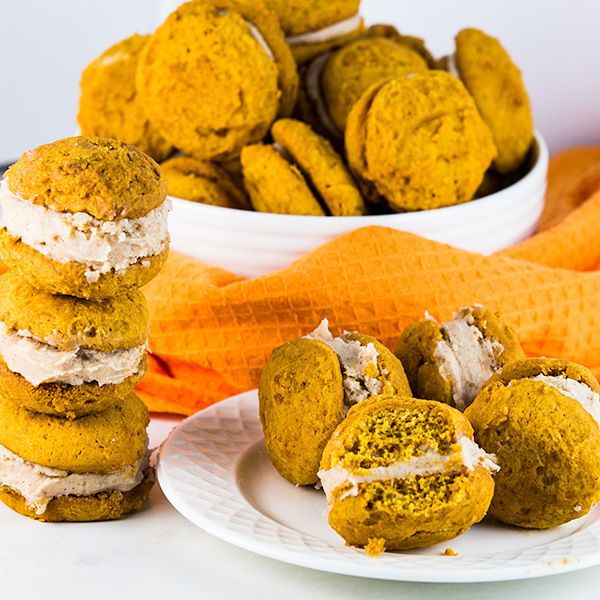 Pumpkin Whoopie Pies with Cinnamon Cream Cheese Frosting